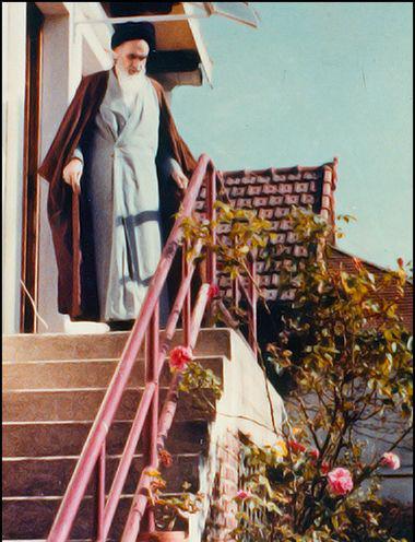 تصاویر کمتر دیده شده از امامخمینی(ره) در «نوفل لوشاتو»