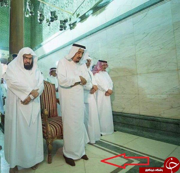 نمازخواندن ملک سلمان با کفش در داخل خانه خدا + تصاویر