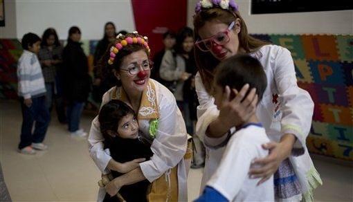 استخدام پزشکان دلقک در بیمارستان+ عکس