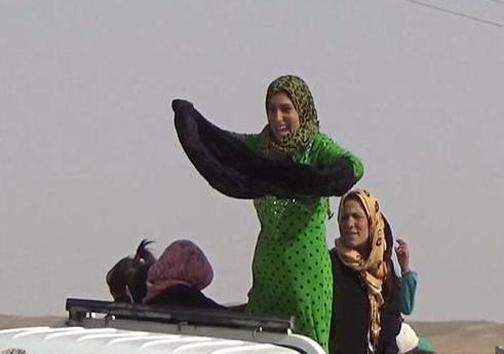 خوشحالی زنان بعد از فرار از داعش +عکس