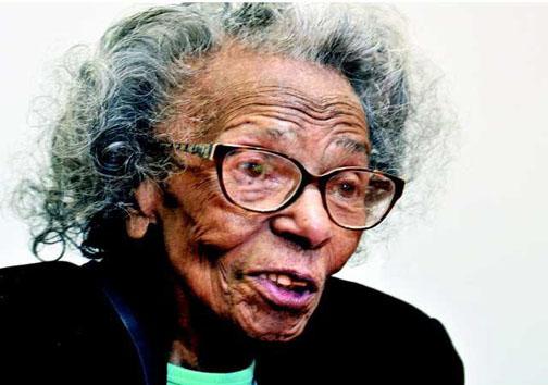 پیرزنی در 99 سالگی لیسانس گرفت! + عکس
