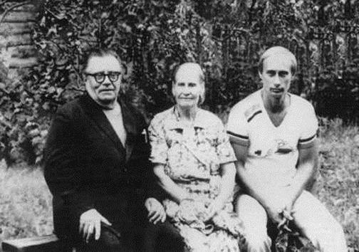 پوتین و خانواده اش در قاب دوربین