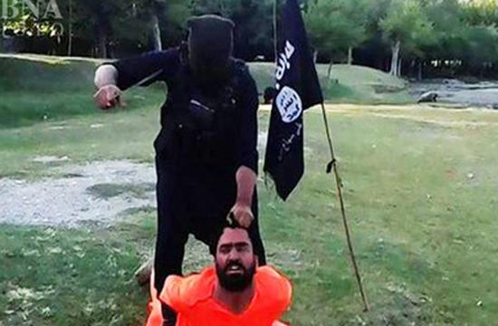 داعش سرکرده گروهک جیش الاسلام را سر بُرید + تصاویر/ داعش یک مرد افغان را سر برید + عکس