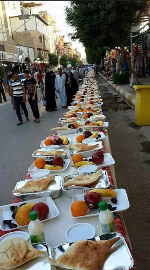 افطاری در حرم امام حسین (ع) + عکس