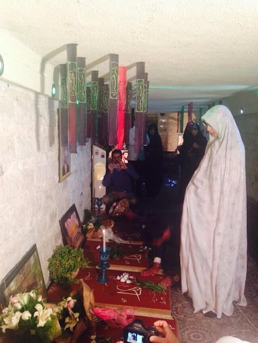 زوج جوان مراسم عقد خود را در کنار شهدا برگزار کردند+تصاویر