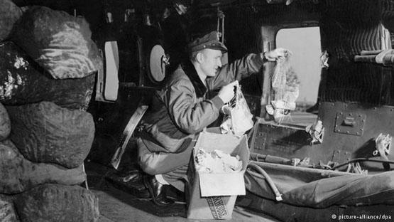 تجلیل از خلبان بمب شکلاتی در جشن استقلال آمریکا+تصاویر