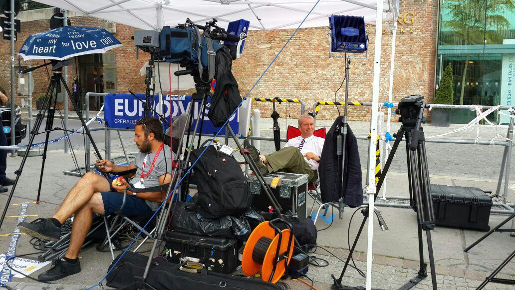 وقتی رسانه ها در محل مذاکرات غافلگیر می شوند+عکس