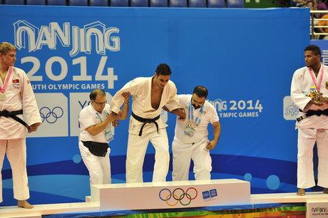 ظرفشویی، عاقبت قهرمان المپیک جودو +تصاویر