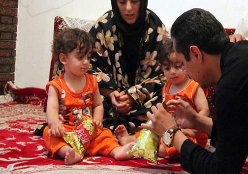 گرسنه ماندن 3 روزه دوقلوهای ایرانی +تصاویر