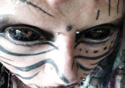 دختران فرقه شیطان پرستی و خالکوبی های عجیب + تصاویر