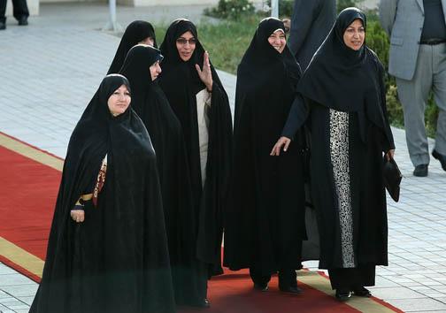 زیارت محمدجواد ظریف در حرم رضوی + تصاویر و فیلم
