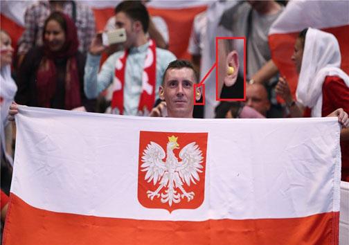 تجهیزات لهستانی ها برای مبارزه با صدای زیاد استادیوم آزادی(عکس)