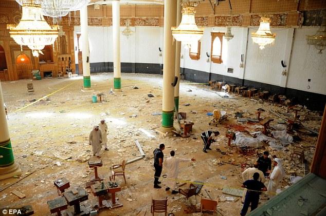 لحظه ورود عامل انتحاری حمله به مسجد کویت + تصاویر