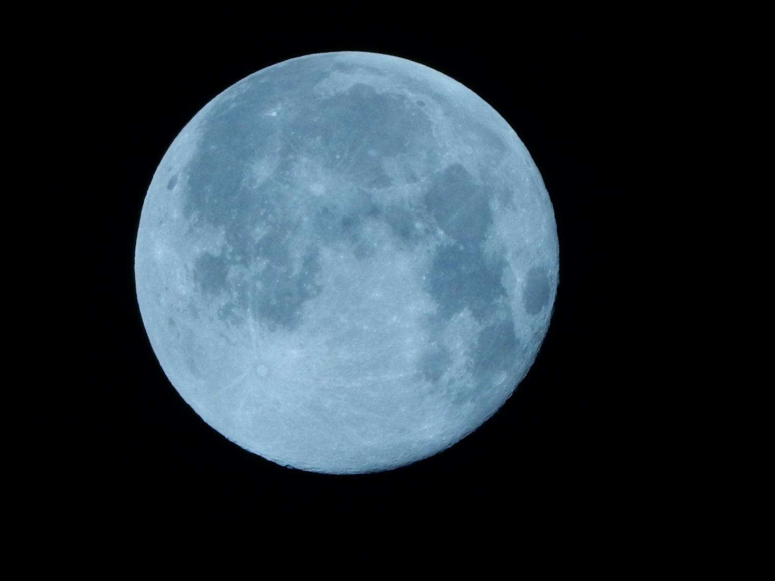 ماه به زمین آمد