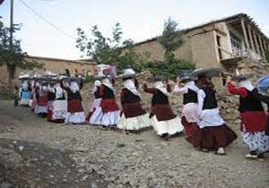 هرایین روستایی که عروسی های آن 10 شبانه روز است + عکس