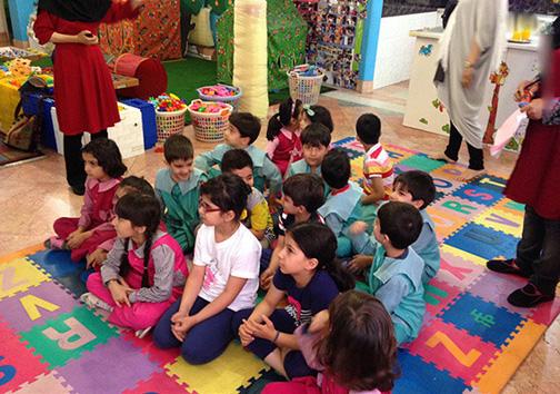 از آموزش «رقص و مدلباس» تا «سگ و گربهبازی» در مهدکودکهای تهران +تصاویر