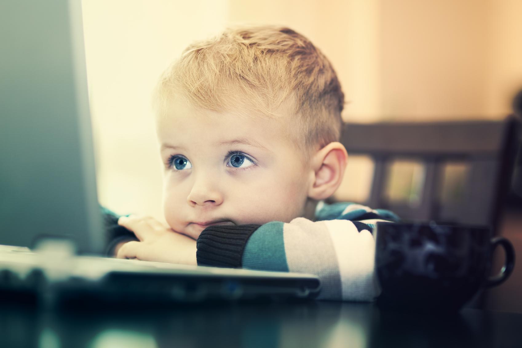 کودکانی که زود بالغ می شوند!/ بلوغ زودرس ارمغان شبکه های اجتماعی برای کودکان و نوجوانان