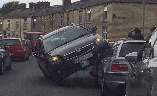 پارک کردن عجیب یک ماشین!