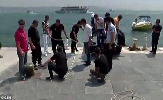 در آستانه سقوط دردریای ترکیه+تصاویر