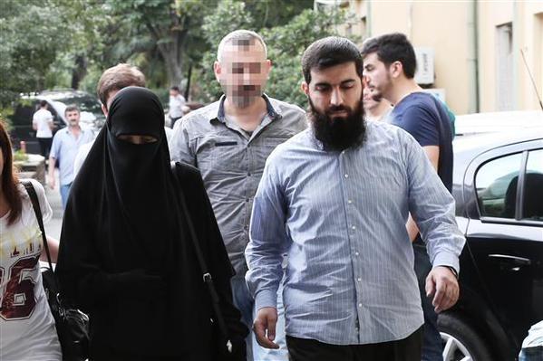 عکسی از ابوحنظله فرمانده داعشی در کنار همسرش که در استانبول دستگیر شدند