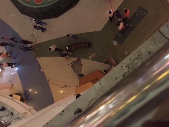جزییات خودکشی هولناک در مجتمع تجاری الماس شرق/ پلیس: هنوز هویت متوفی مشخص نشده است