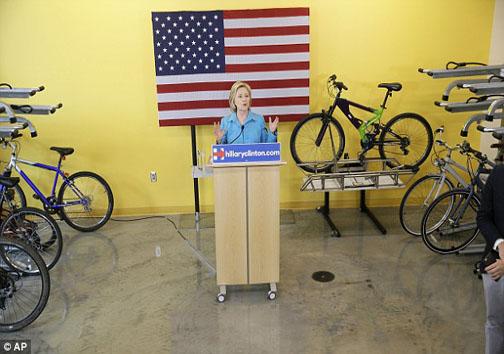 گاف وحشتناک هیلاری کلینتون در مبارزات انتخاباتی +تصاویر