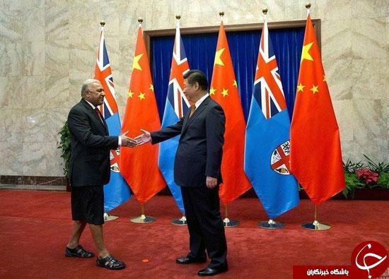 عکس/ پوشش عجیب و غریب دیپلمات های فیجی در مراسم استقبال رسمی!