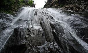 ریزش کوه آبشار سهکنج بر اثر زلزله سیرچ/ 2 تن مصدوم شدند