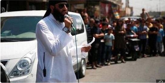 زنده سوزی به دست داعش/ مغز متفکر داعش: از کارهایم پشیمان نیستم/ فیلم مستهجن توسط عناصر داعش+ عکس