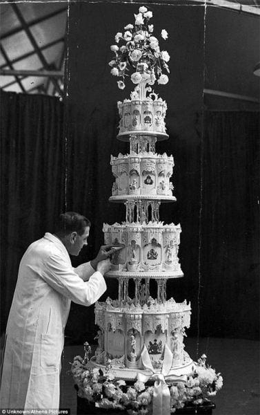 کیک عروسی جنجالی ملکه الیزابت +تصاویر