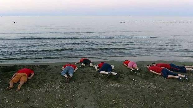 وقتی جوانان ترکیه ای به یاد کودک غرق شده سوری در سواحل دراز می کشند+تصاویر