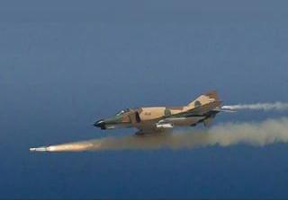انهدام اهداف زمینی با شلیک موشک و راکتهای جنگندههای نهاجا