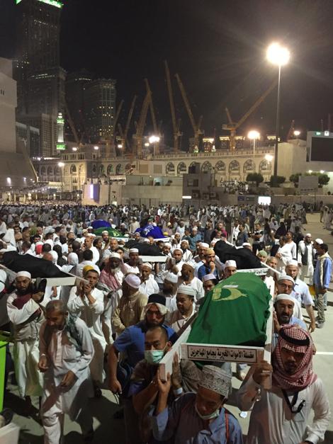 مراسم خاکسپاری شماری از قربانیان حادثه سقوط جرثقیل در مسجدالحرام+ تصاویر