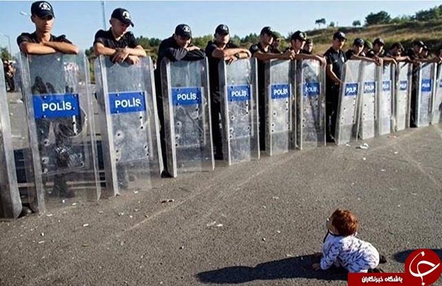 درگیری پلیس ترکیه با نوزاد سوری + عکس