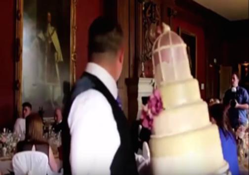 ترساندن  عروس در وسط مراسم به بهانه شوخی ! + تصاویر