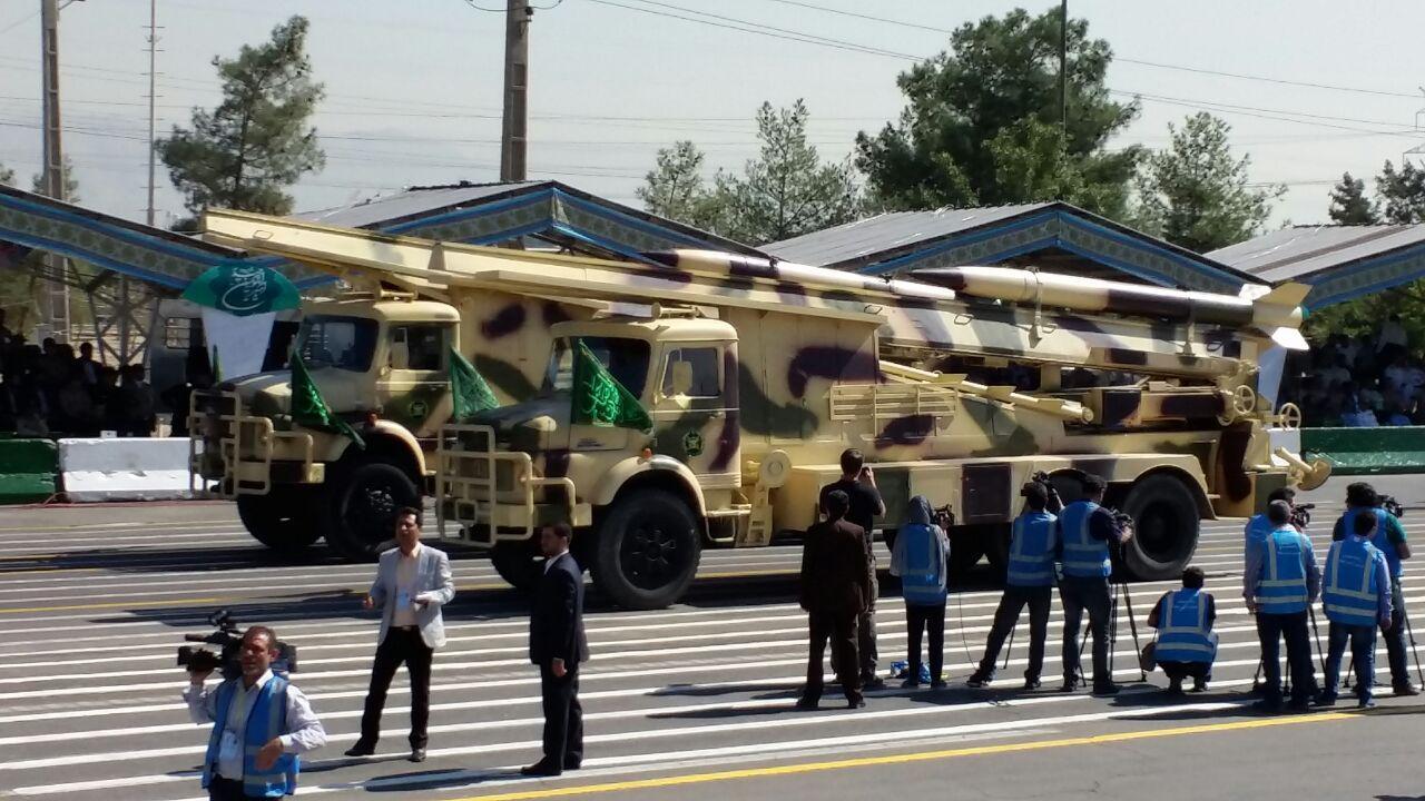 رژه موشکهای بالستیک از مقابل جایگاه /نمایش راکتاندازهای فجر، سامانههای راداری، موشکهای کلاس قدر F و H ارتش و سپاه+تصاویر