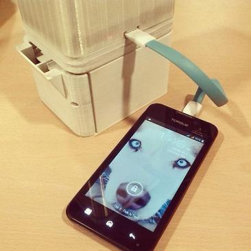 آب نمک راه جدیدشارژ کردن موبایل! +عکس