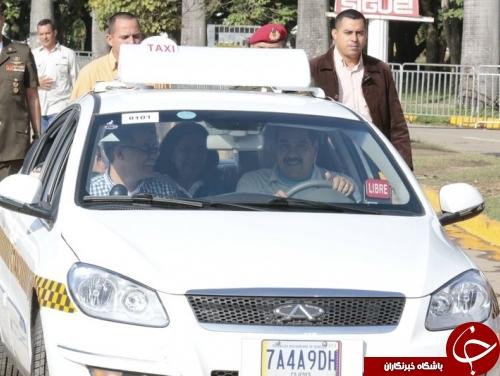 رئیس جمهوری در حال مسافرکشی+عکس
