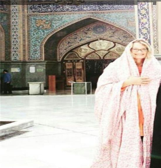 چادری شدن زن ووشو کار آمریکایی در امامزاده صالح +عکس