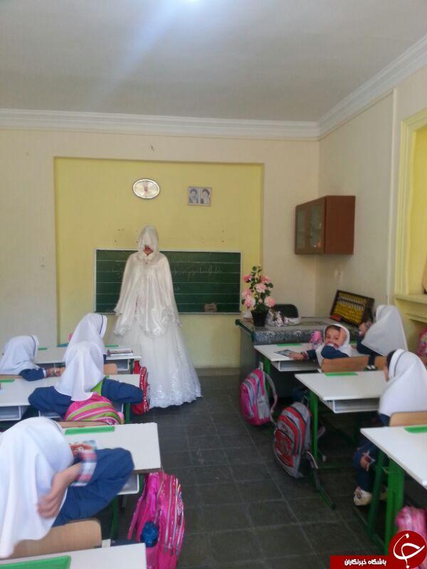 حضور معلم همدانی با لباس عروس در کلاس درس