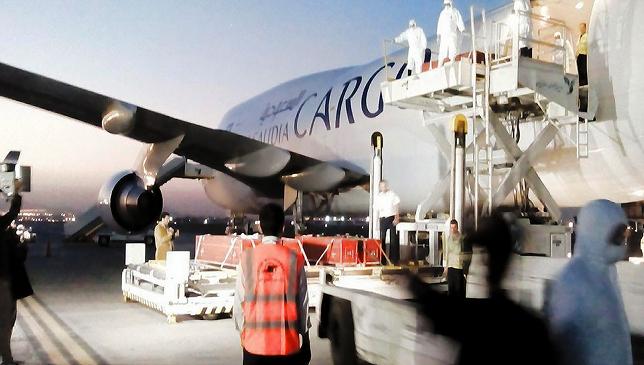 ورود نخستین هواپیمای حامل پیکر جان باختگان حادثه منا + تصاویر
