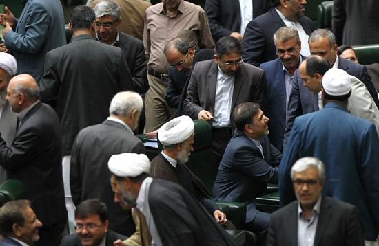 وکلای ملت بار دیگر به وزیر راه اعتماد کردند/ آخوندی ابقا شد
