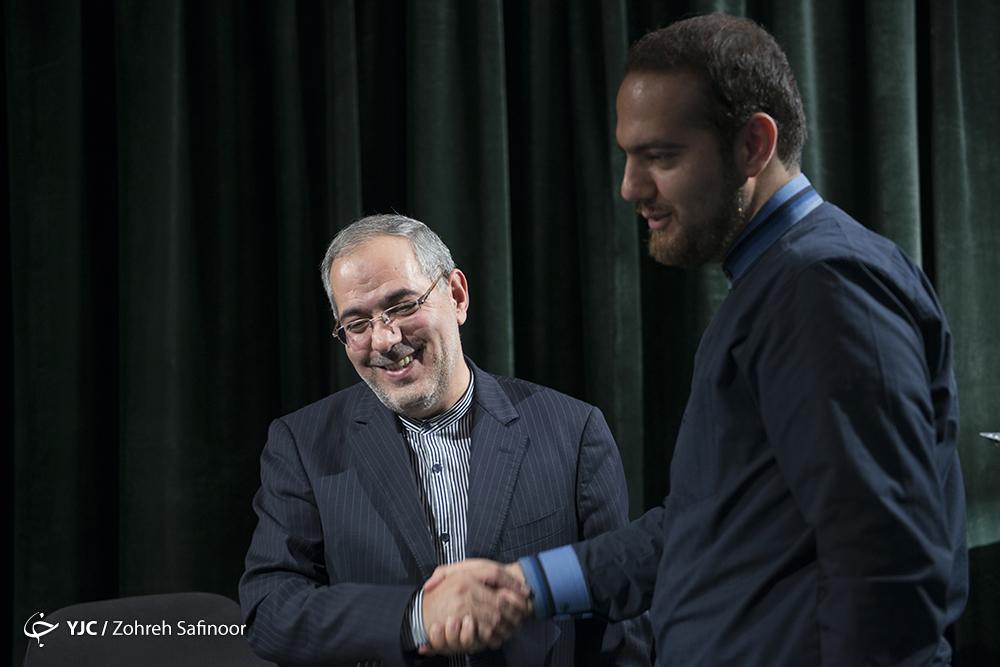 بعضیها خدا رو شکر کنند که احمدینژاد سکوت کرده است/ برای حضور در انتخابات مجلس احساس تکلیف نمیکنم/ تغییر اعتقادات مسئولین نسبت به گذشته/ احمدینژاد در جلسات به دنبال موضوعات بیارزشی مانند تقسیم قدرت و انتخابات نیست