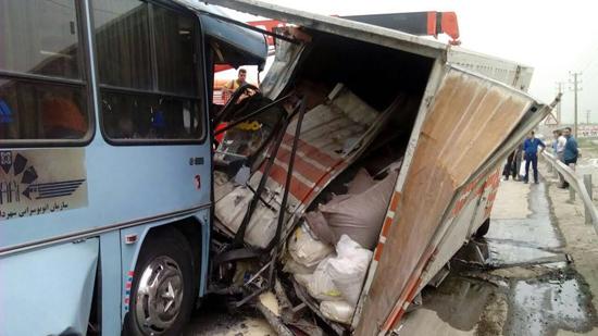 تصادف مرگبار اتوبوس شرکت واحد با کامیون/ 17 تن کشته و مجروح شدند