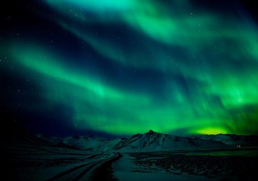 جدیدترین تصاویر از شفق قطبی در آسمان بریتانیا + تصاویر