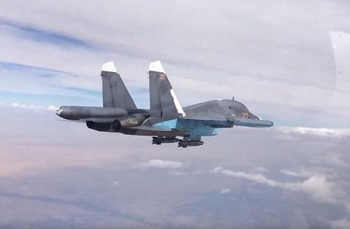 لحظه برخورد موشک روسی با پایگاه داعش+ تصاویر