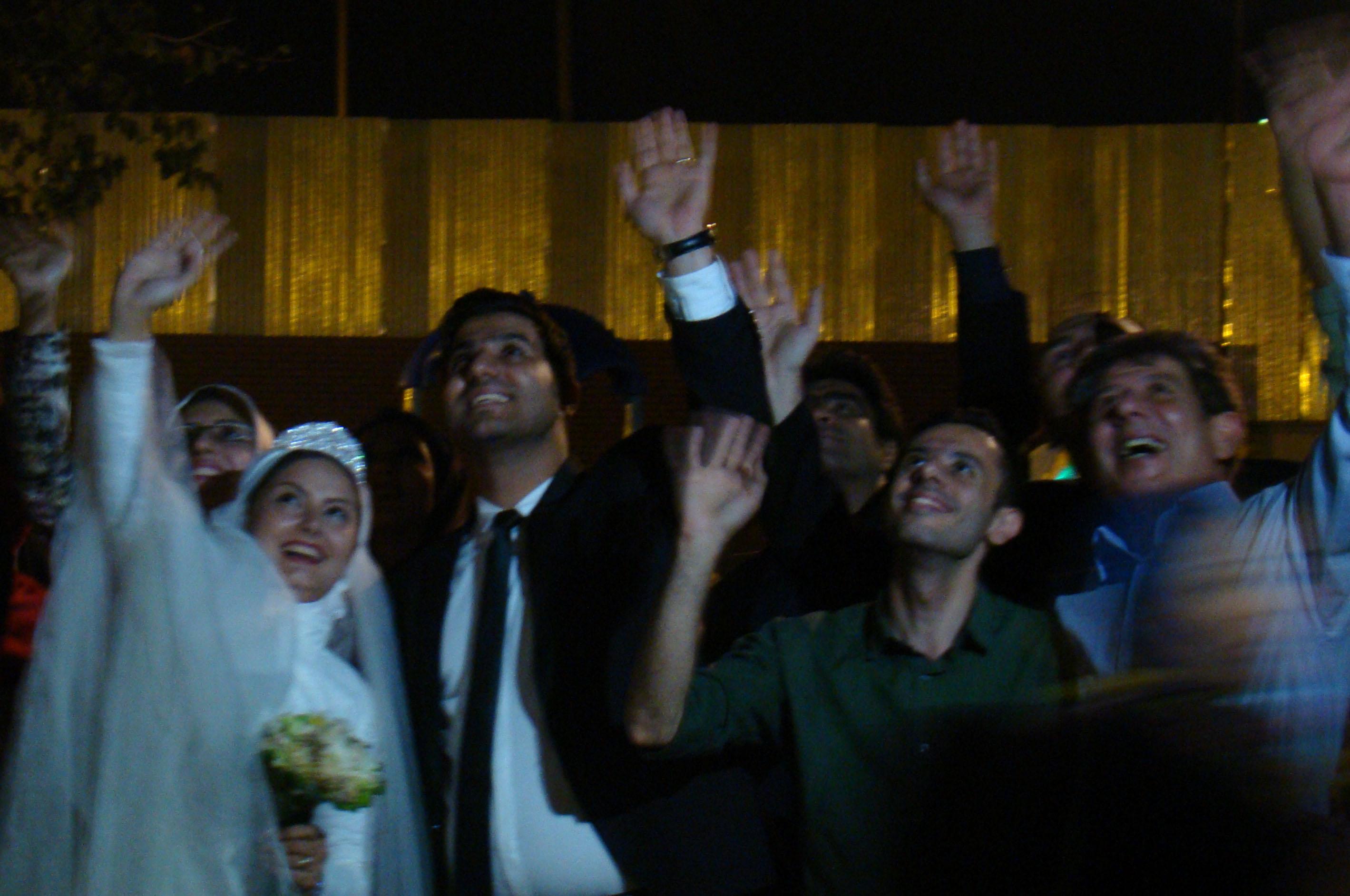جشن ازدواج  در بین کارتن خواب های تهران + تصویر