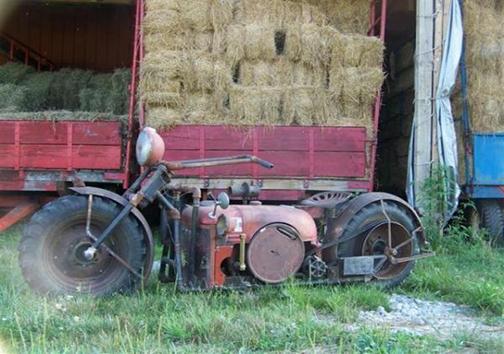 تبدیل تراکتور قدیمی به موتورسیکلت + تصاویر