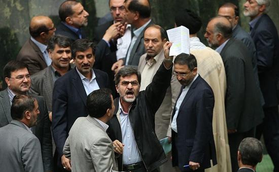 تصویب 20 دقیقهای جزئیات برجام/ حضور اورژانسی حسینیان/ ذبح