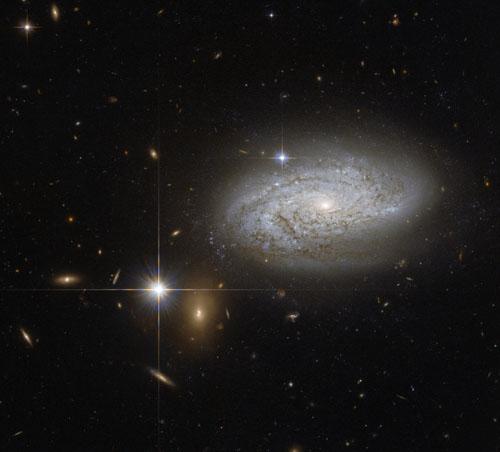چشمانداز منحصر به فرد هابل از کهکشانی نورانی+ تصاویر